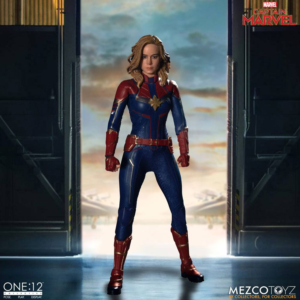 Captain Marvel 1/12 Action Figure Captain Marvel by Mezco Toys